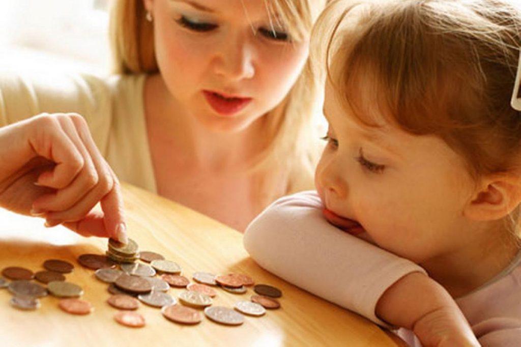О вопросах учета и распоряжения: как считаются и являются ли алименты на ребенка доходом матери?