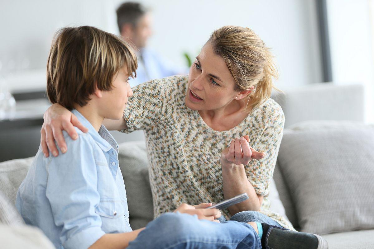 Можно ли после развода поменять ребенку фамилию